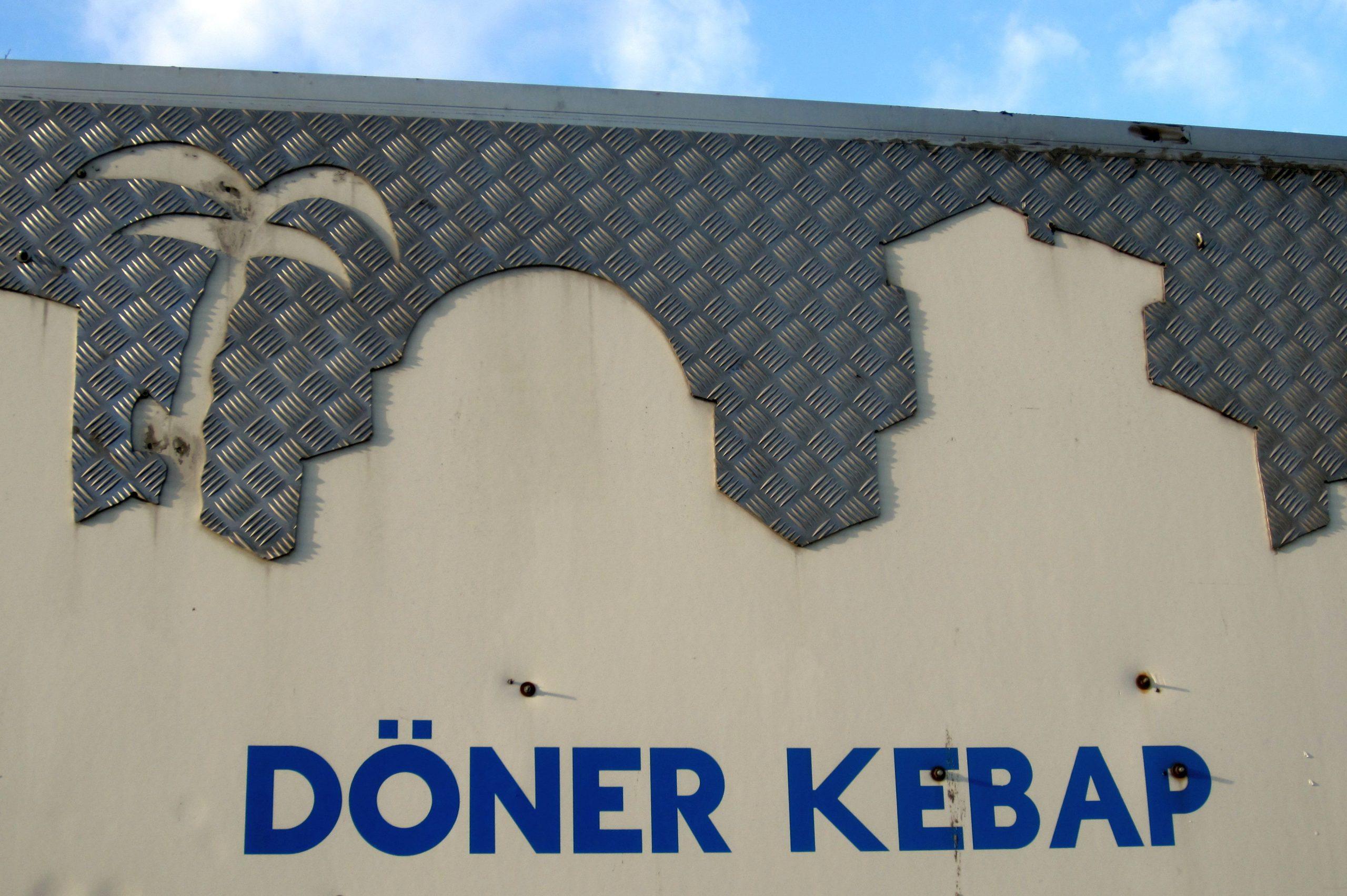 In Oberbilk befindet sich die Döner-Meile. Das Medinem Café ist eines davon.