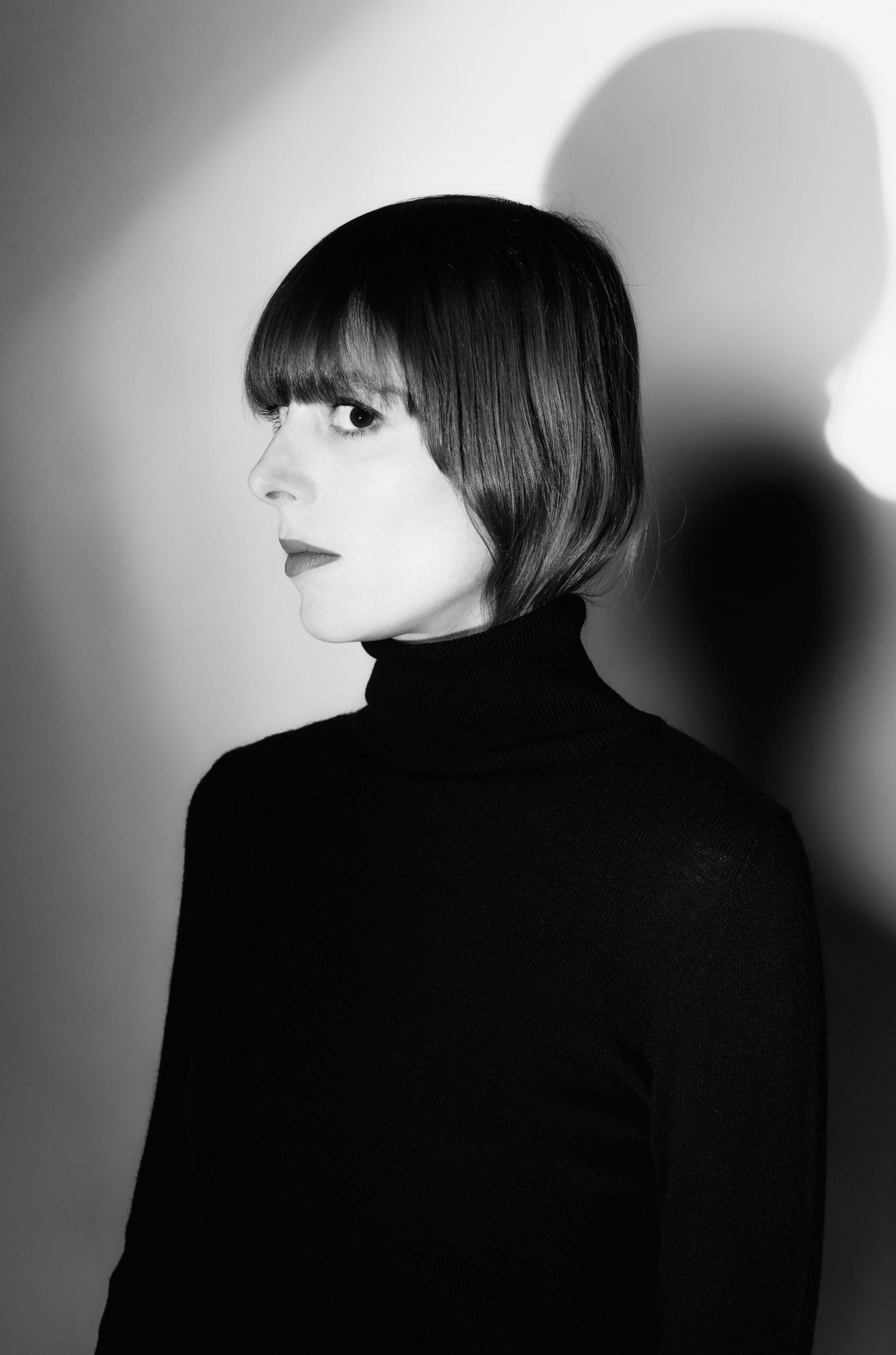 Musikerin Stefanie Schrank, Foto ist angelehnt an Kraftwerk.